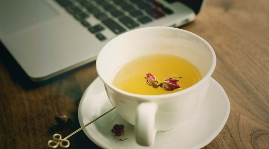 rose-tea-with-laptop-online-classes